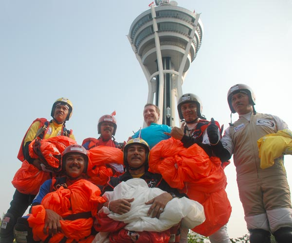 Alor Setar Tower BASE jumpers